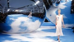 Раф Симонс для дома Диор на Парижской неделе моды осень-зима 2013-2014