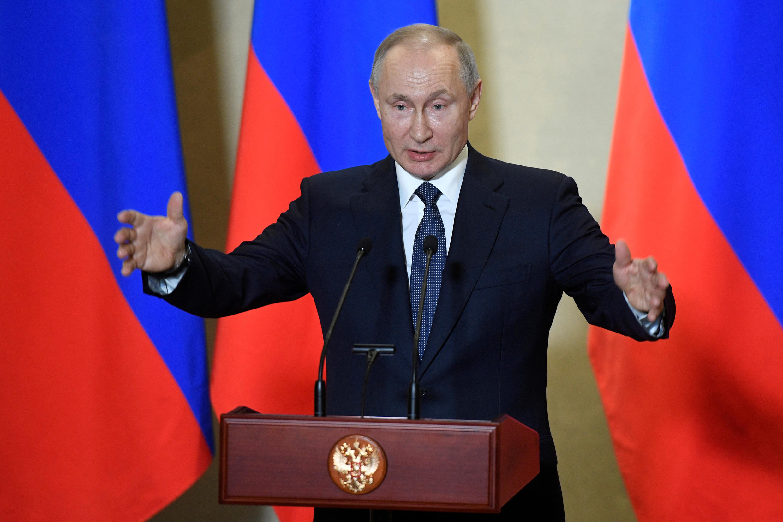 2020-05-08T000000Z_839786292_RC2BKG94CYBI_RTRMADP_3_WW2-ANNIVERSARY-RUSSIA-PUTIN