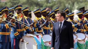 Emmanuel Macron lors d'une cérémonie militaire à Djibouti, le 12 mars 2019.