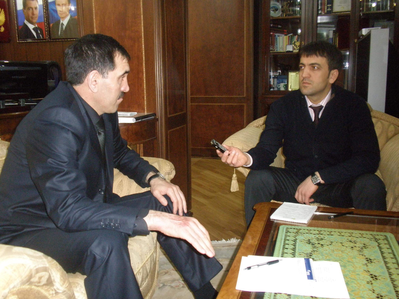 Шеф-редактор Кавказского независимого журнала «Дош» Абдулла Дудуев с Ю-Б.Евкуровым
