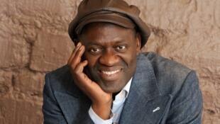 Alain Mabanckou, né le 24 février 1966 à Pointe-Noire, au Congo, prend possession de la chaire de Création artistique au Collège de France ce jeudi 17 mars.
