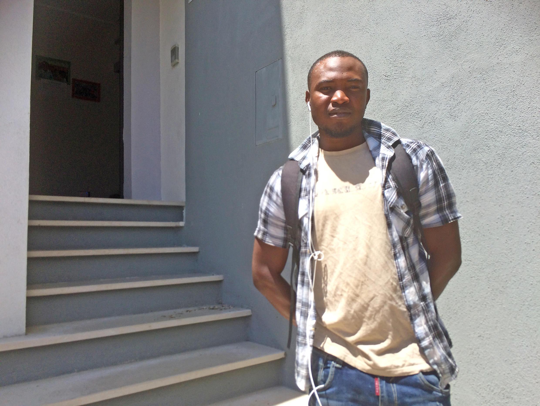 Tapsoba, originaire de Côte d'Ivoire, espère pouvoir créer un atelier de couture à Acquaformosa.