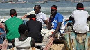 Les pêcheurs de Kayar, ville située à 52 kilomètres au nord-ouest de Dakar.