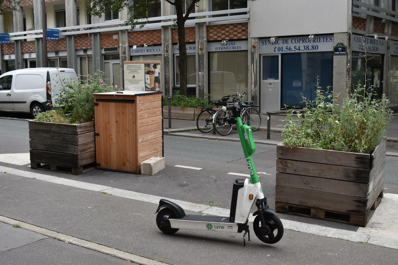 Composteur collectif instalé à la place des voitures au 14eme arrondisement de Paris (4.aout.2021)