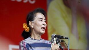 Aung San Suu Kyi, lors d'un meeting de la Ligue nationale pour la démocratie, le 6 septembre 2015, dans l'Etat de Shan, en Birmanie.