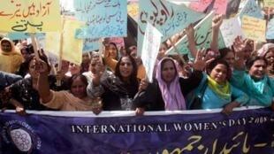 Au Pakistan, à Islamabad, on célèbre également la journée internationale des femmes.