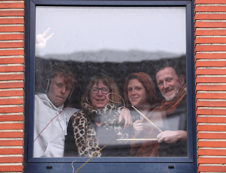 Belgique coronavirus confinement famille enfants Christine Yves Robin Fanny