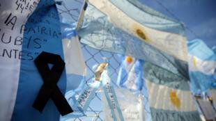 Mensagens de apoio para os tripulantes do submarino desaparecido na Argentina.