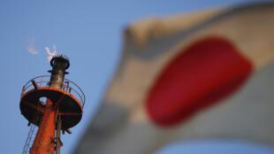 ژاپن از نظر منابع طبیعی انرژی کشوری فقیر محسوب میشود و از این نظر کاملا به خارج از کشور وابسته است.