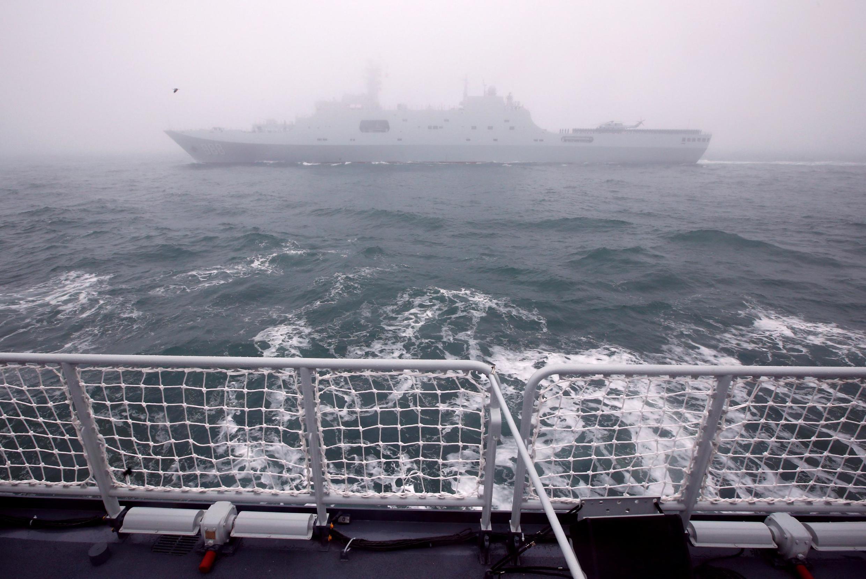 Tàu đổ bộ Trung Quốc Nghi Mông Sơn (Yimeng Shan) tham gia cuộc diễu hành hải quân ngoài khơi Thanh Đảo (Trung Quốc) ngày 23/04/2019.19.
