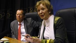 UN special envoy to the Great Lakes region Mary Robinson (R) flanked by UN special envoy to Congo Martin Kobler (L) address a news conference at the Monusco offices in Goma, eastern Democratic Republic of Congo, 2 September 2013