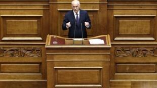 Le Premier ministre grec Georges Papandréou ouvre le débat au Parlement d'Athènes, le 19 juin 2011.