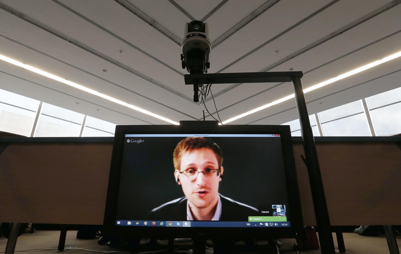 Эдвард Сноуден во время видеоконференции в Европейском парламенте, 8 апреля 2014 г.