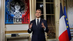 O presidente francês, Emmanuel Macron, durante discurso de fim de ano no Palácio do Eliseu, em Paris, 31/12/2018