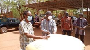 Distribution de vivres aux plus démunis dans la Région du Nord au Burkina Faso.