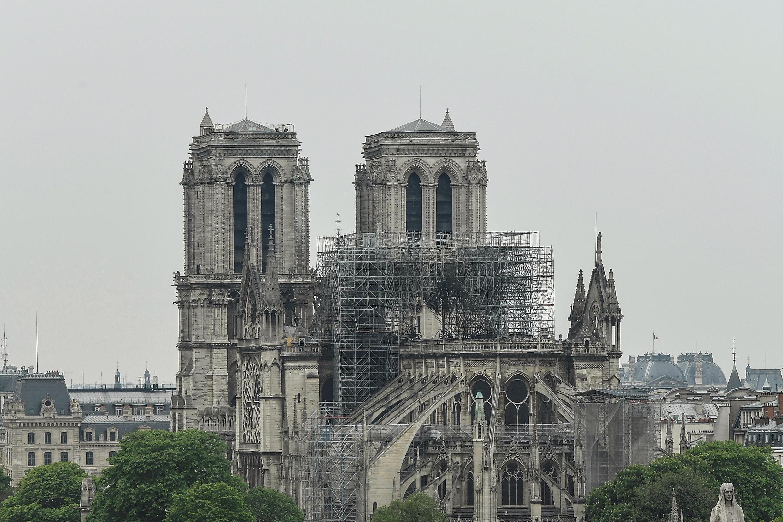 大火之后的巴黎圣母院远眺。摄于2019年4月16日。
