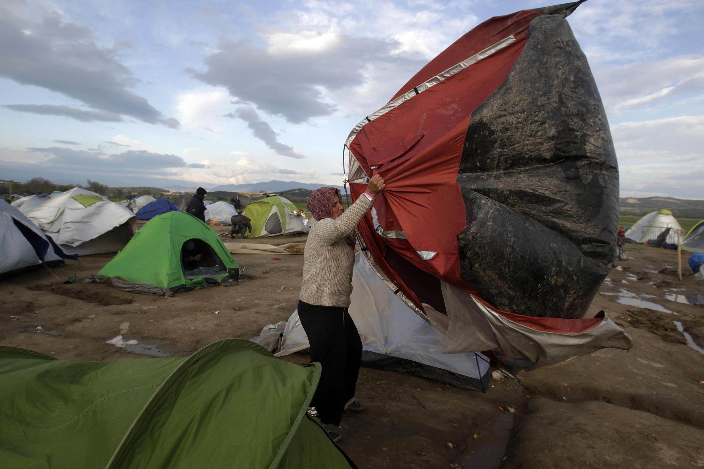 Des tentes de migrants dans le camp d'Idomeni, à la frontière entre la Grèce et la Macédoine, le 24 mars 2016.