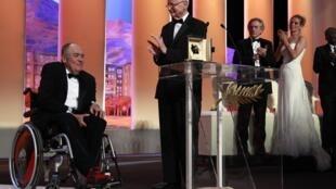 Bernardo Bertolucci (e) foi homenageado na abertura do Festival de Cannes.