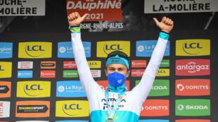 Le Kazakh Alexey Lutsenko vainqueur de la 4e étape du Critérium du Dauphiné, un contre-la-montre entre Firmigny et Roche-la-Molière, le 2 juin 2021