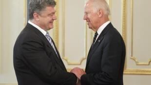 Президент Петр Порошенко и вице-президент США Джо Байден во время встречи в Киеве 07/06/2014