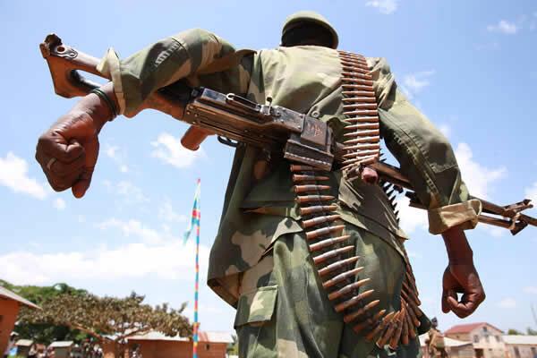 Un militaire de l'armée congolaise à Eringeti, dans la région de Beni, le 5 décembre 2014.