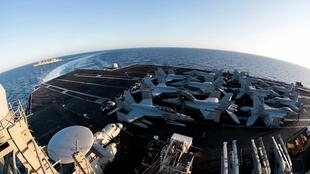 Boong dùng cho phi cơ cất cánh trên tàu sân bay Mỹ USS Abraham-Lincoln (CVN 72). Ảnh chụp ngày 29/04/2019.