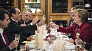 Merkel e Hollande celebram 50 anos da reconciliação franco-alemã.