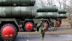 图为俄罗斯制S-400防空导弹