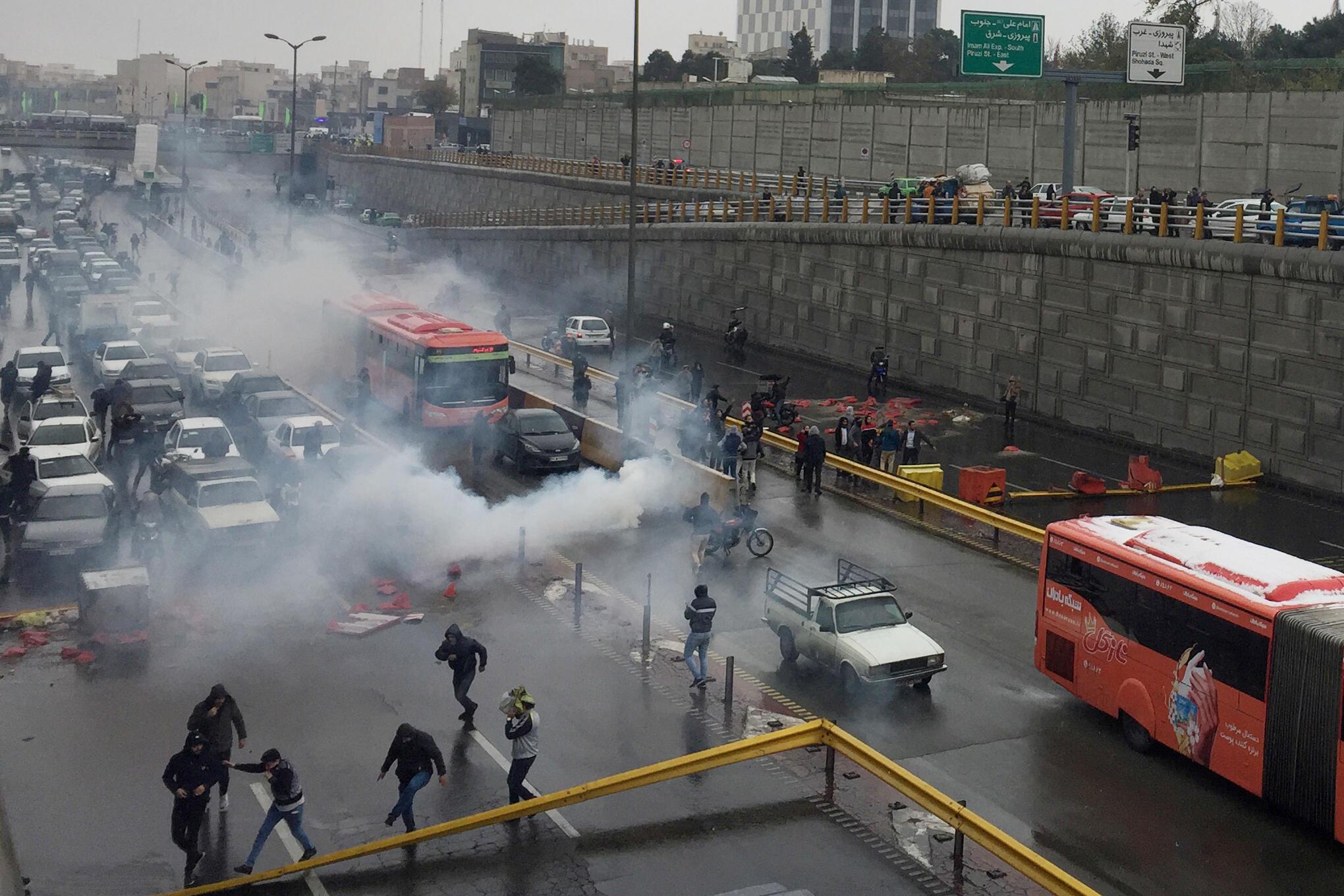 Répression d'une manifestation, à Téhéran, le 16 novembre 2019.