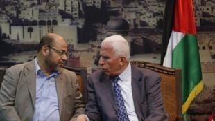 Kiongozi wa Hamas akiwa katika mazungumzo na kiongozi wa Fatah, mjini Gaza aprili 22 mwaka 2014.