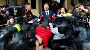 Премьер-министр Литвы Саулюс Сквернялис объявил, что уйдет в отставку. На фото: Сквернялис после голосования в Вильнюсе, 12 мая 2019
