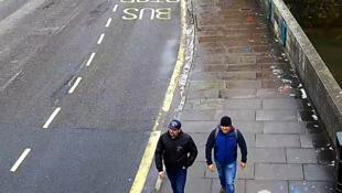 Alexander Petrov và Ruslan Boshirov, hai người bị tố cáo đầu độc cựu gián điệp Nga Sergei Skripal và cô con gái Yulia, tại Salisbury. Ảnh trên CCTV trên đường Fisherton Road, Salisbury; ngày 4/03/2018