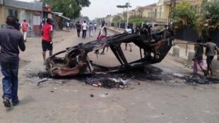 Barricade lors de la manifestation du mardi 20 octobre contre le référendum, à Brazzaville.