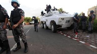 UN troops outside Alassane Ouattara's HQ