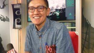 Santiago Rosero en los estudios de RFI