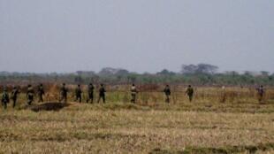 L'armée burundaise en patrouille prés de la frontière rwandaise en 2010.