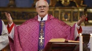 O cardeal brasileiro Dom Odilo Scherer é um dos dois favoritos para a sucesséao de Bento 16, segundo o jornal francês Le Monde.