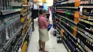 Alimentos ultra processados, além de causar dependência, podem estimular a voracidade de consumo.