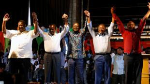 Viongozi wa upinzani nchini Kenya Musalia Mudavadi, Kalonzo Musyoka, Raila Odinga, Moses Wetangula na Nick Salat, Januari 11 Nairobi.