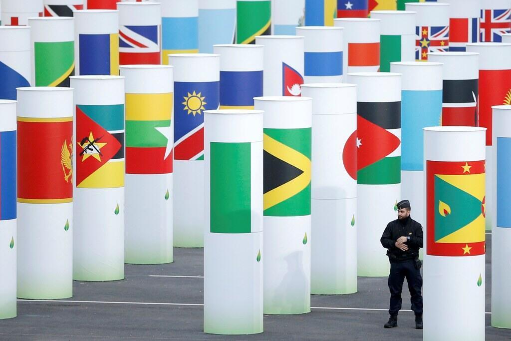 Lối vào trung tâm hội nghị COP21, Le Bourget, ngoại ô Paris, France, 29/11/2015. REUTERS/Stephane