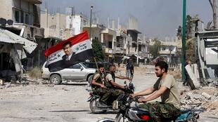 Qousair, 5 juin 2013. Des forces loyales à Bachar el-Assad célèbrent la reprise de la ville aux rebelles.