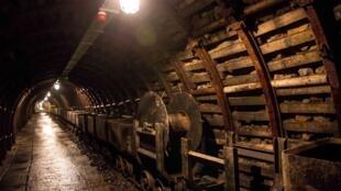 Antiga mina de ouro em Walbrzych, na Polônia. Rumores afirmam a descoberta de um trem usado pelos nazistas para transportar ouro e jóias roubadas.
