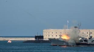 Tàu ngầm Nga trong lễ kỷ niệm Hải quân Nga tại Sevastopol, Crimée ngày 29/07/2018.