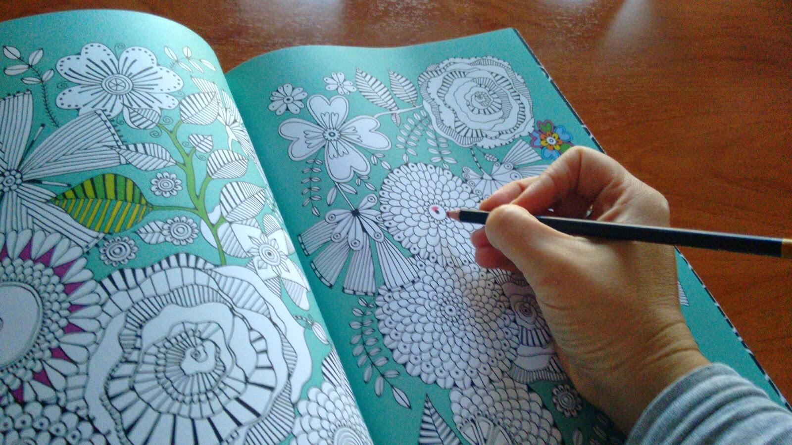 Colorear ayuda a desconectarse y a  reducir el estrés.