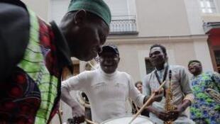 Des musiciens du groupe de fanfare béninois, Gangbé Brass Band.
