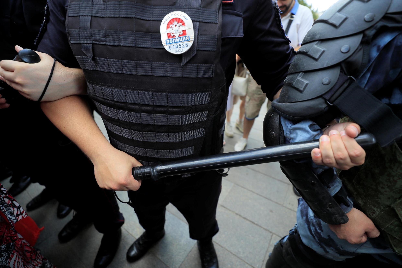 Полиция во время акции протеста 27 июля