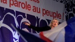 Marine Le Pen, el 15 de abril de 2012, durante un mitin en Hénin-Beaumont, Francia.