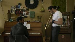 Andre Holland et Tahar Rahim dans la série «The Eddy».