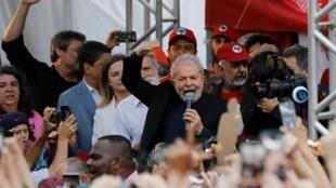 El ex presidente de Brasil, Luiz Inacio da Silva durante su discurso después de haber salido de la cárcel. Curitiba, Brasil, 8 de noviembre de 2019.