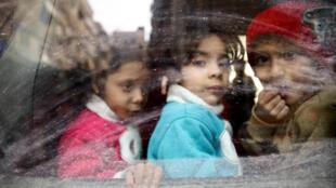 Como ser criança em um país em guerra? Crianças deslocadas de Guta Oriental, em 13 de março de 2018..